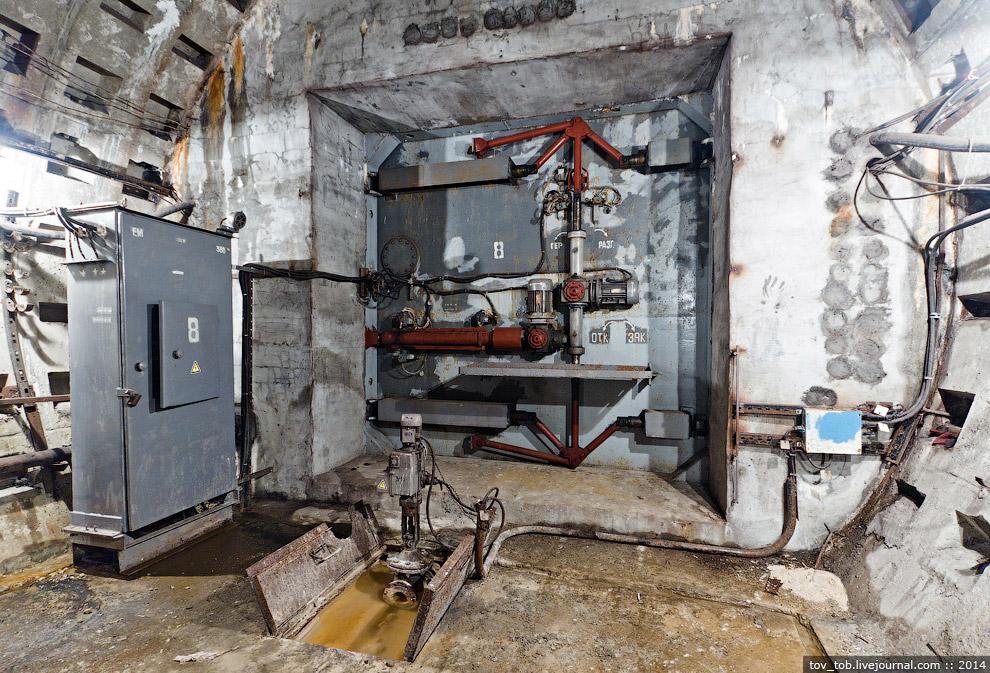 21. Затвор в процессе монтажа в вентузле между «Лыбедской» и «Демиевской»: