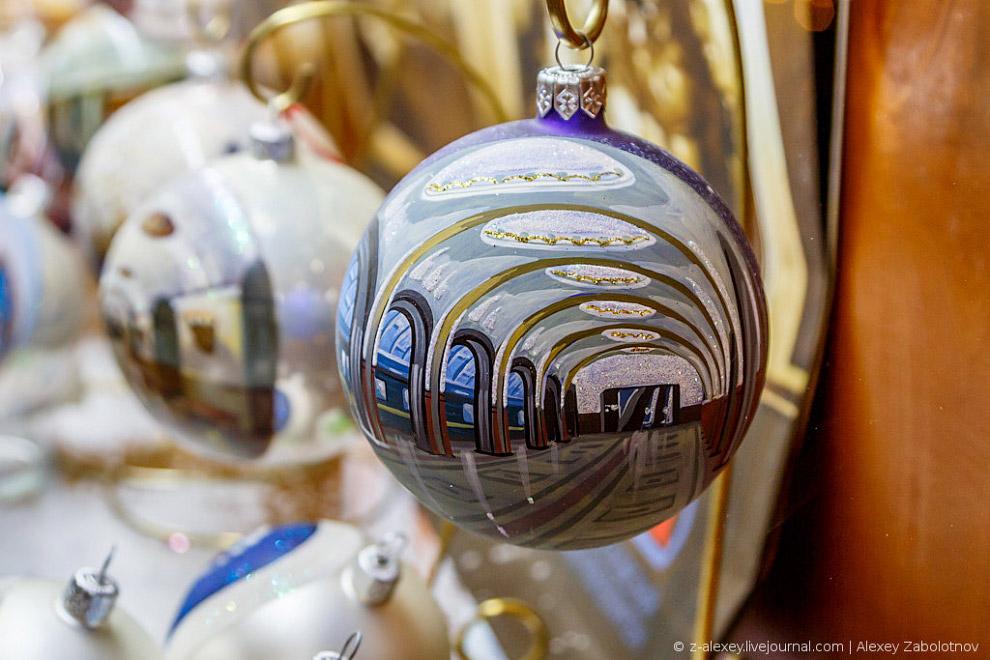 9. Это в России подобные украшения актуальны в Новый Год, а заграницей их используют круглый го