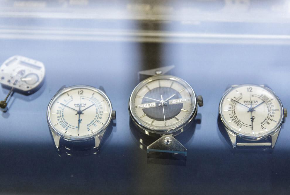 9. На заводе производились не только ручные часы, но и будильники. Наверняка у некоторых в детс