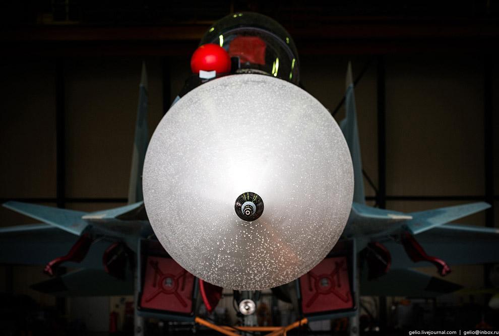 44. Сверхманевренность Су-30СМ обеспечивают двигатели с управляемым вектором тяги. Впервые эта