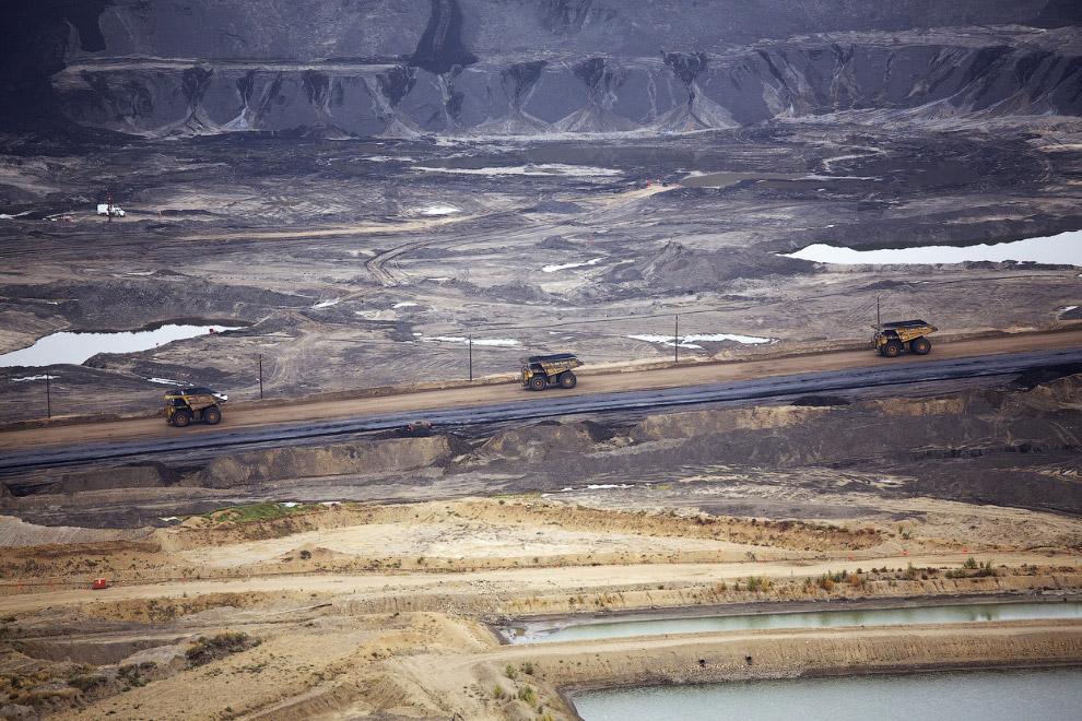 14. Нефтеносные пески Канады. (Фото Reuters | Todd Korol):