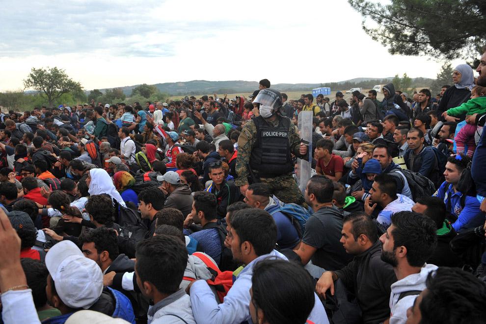 12. Пересечение границы Греции и Македонии, 7 сентября 2015. (Фото Dan Kitwood):