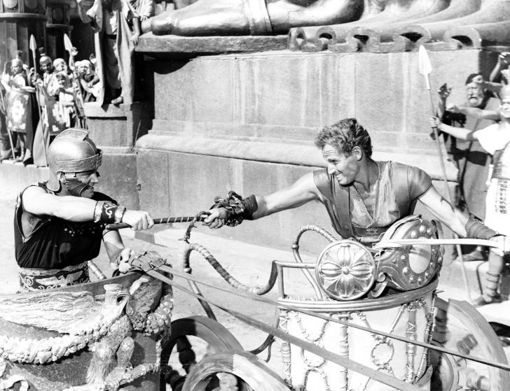 Чарлтон Хестон во время съёмок фильма «Бен-Гур» в Риме со своим трёхлетним сыном Фрейзером и актёром