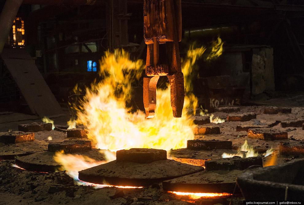 Слитки, поступающие из электросталеплавильного цеха с температурой 700-900°C, дополнительно наг