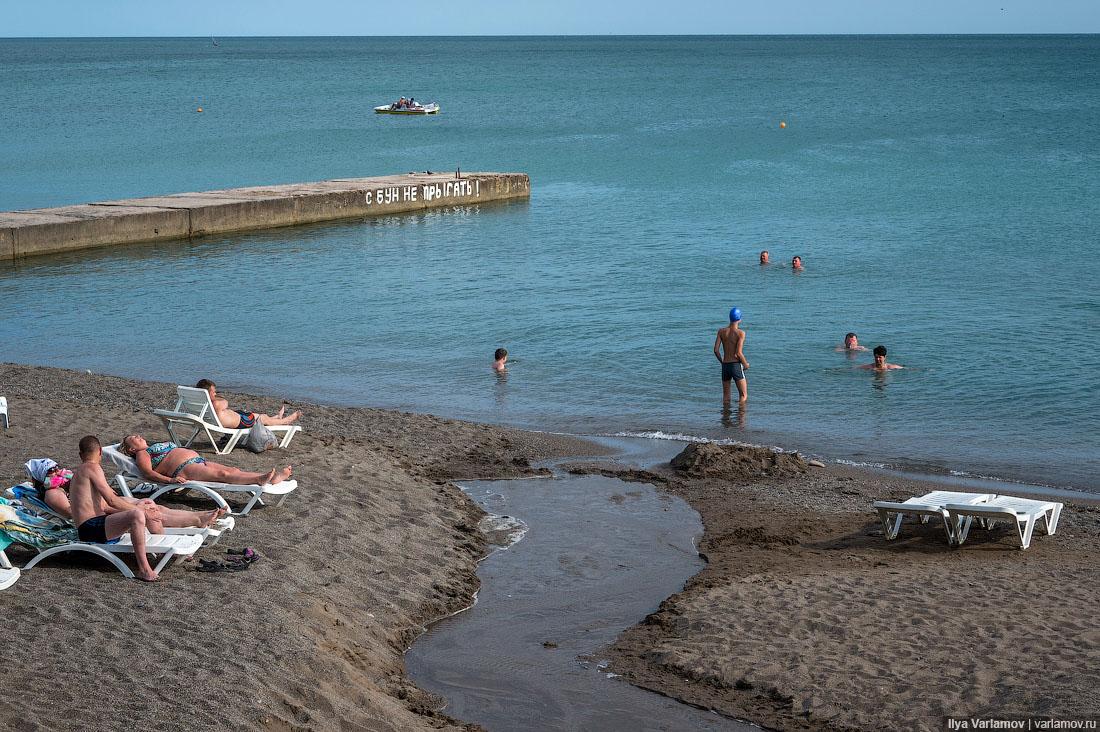 54. По пляжам тут ситуация такая. Общая протяженность пляжа в Судаке – несколько километров. Есть пл
