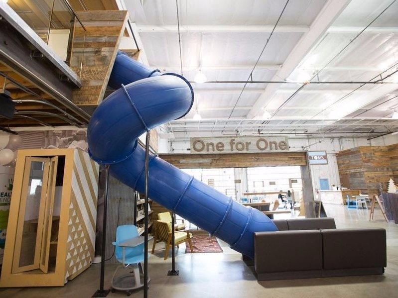 5. Офис TOMS Креативное пространство офиса TOMS может похвастаться закрытой горкой