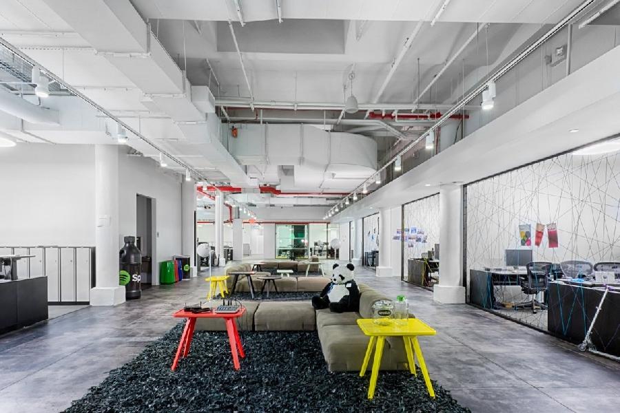 11. Нью-Йоркский офис Spotify В Нью-Йоркском офисе Spotify используют веревки вместо стен, чтобы отд