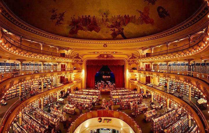 Кинотеатр проработал до 2000 года, а затем в его помещении открылся флагманский магазин издательства