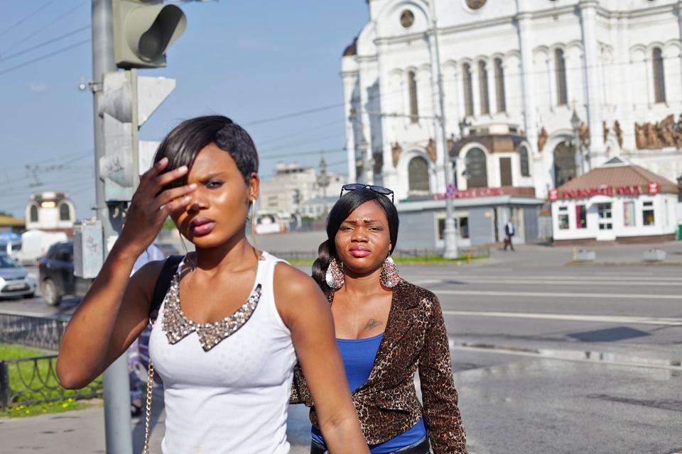 7. Это еще одна Блессинг. Ей 23. В Москве прожила два года. Но свободно гуляет здесь в первый и, как