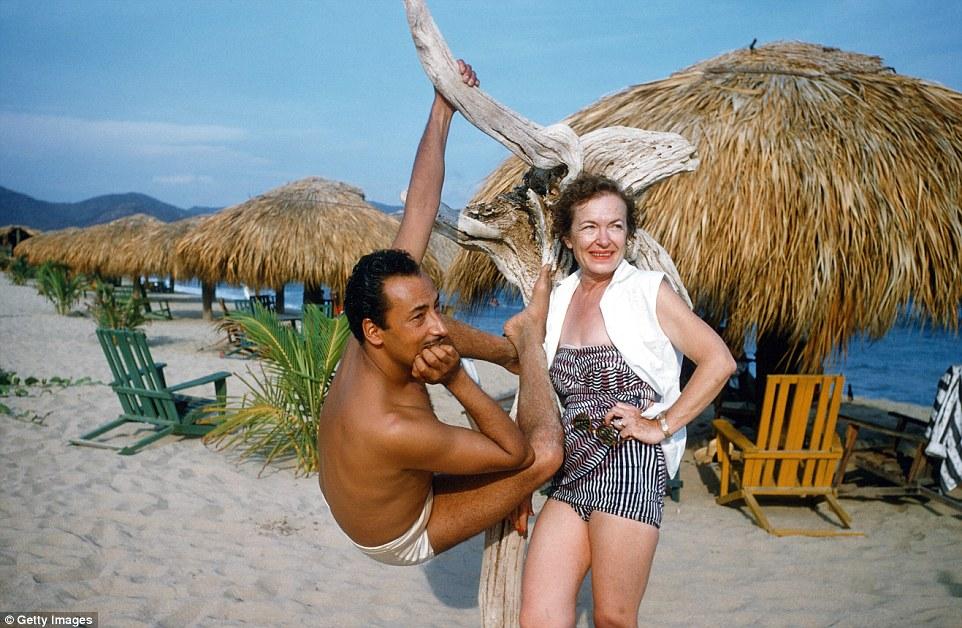 Местные жители спасались от туристов на менее известных и полупустых пляжах.