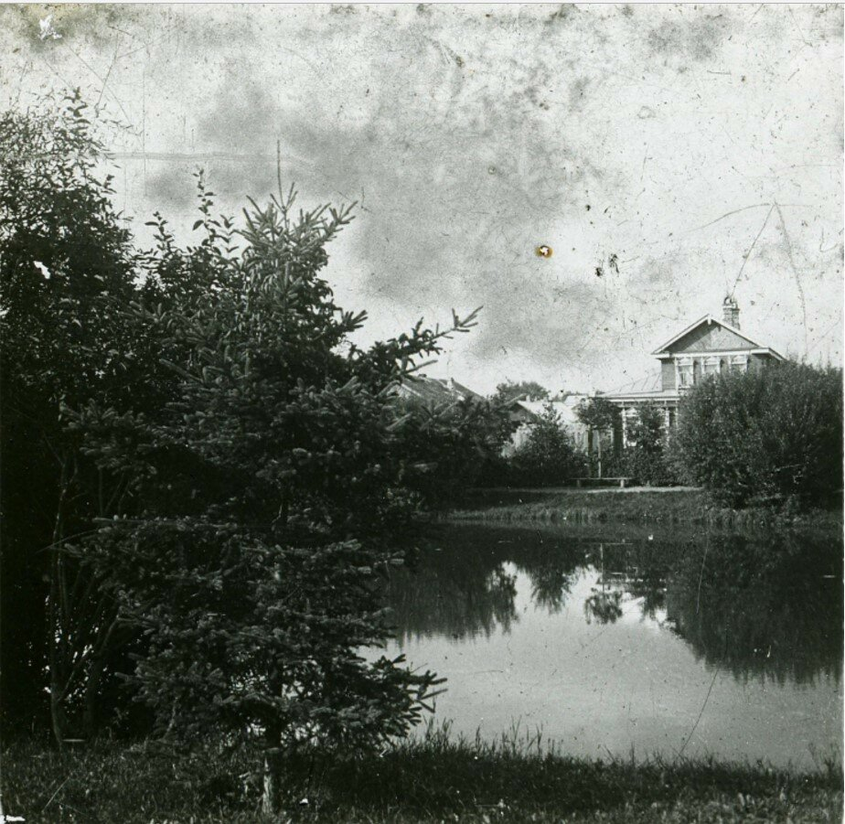 Пруд в Карякинском саду