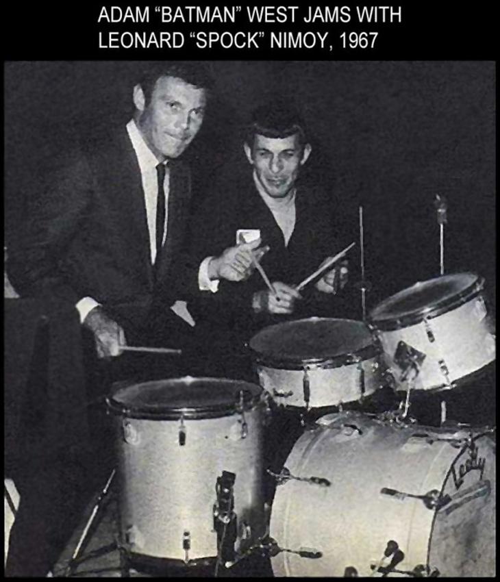 Адам Уэст ( Успешный Бэтмен в 60-х Адам Вест Джемс и Леонард Нимой (Спок ), жарят на барабанах в 1967-ом году