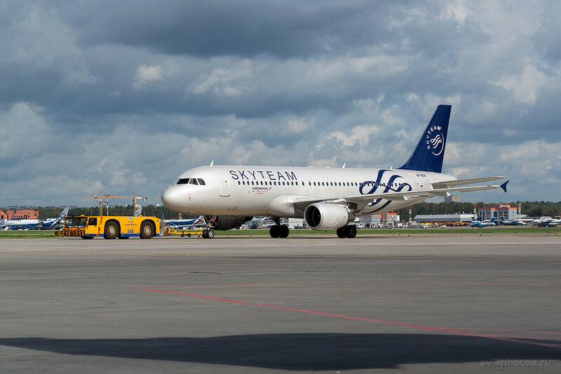 Airbus A320-214 (VP-BDK) Аэрофлот 053_D807298a
