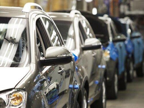 Рынок автомобилей в России постепенно начинает возрожадться