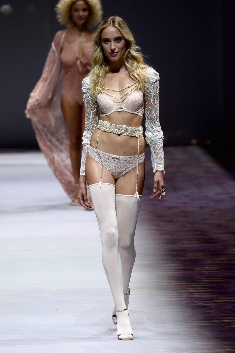 Etam : Runway - Paris Fashion Week Womenswear Spring/Summer 2017