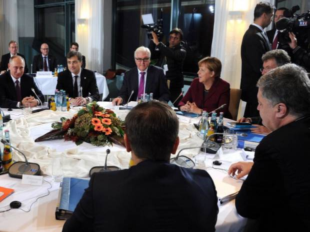 """""""Путин - х**ло!"""": Нормандская встреча в Берлине проходит под знаменитую песню харьковских ультрас (видео)"""