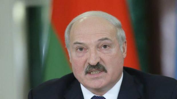 Батька пошутил? Авто белорусского президента припаркувалося на месте для инвалидов (фото)