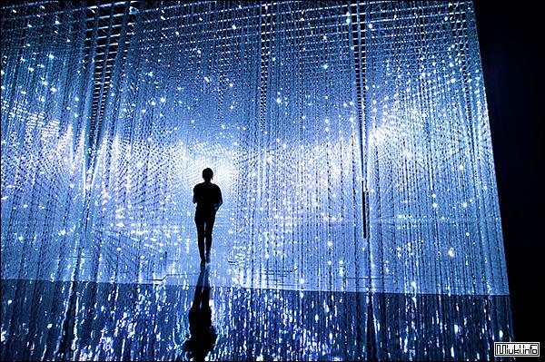 Японская электронная инсталляция Crystal Universe