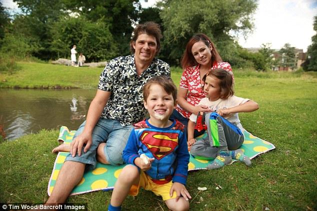 Пол Кинг рассказал газете The Sunday Mirror: «Мы никогда не будем заставлять мальчиков ходить в школ