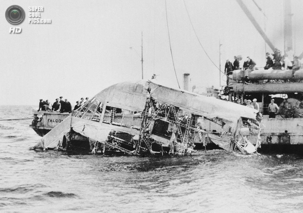 США. Нью-Джерси. 4 апреля 1933 года. Обломки дирижабля USS «Акрон», ставшего жертвой шторма. 73
