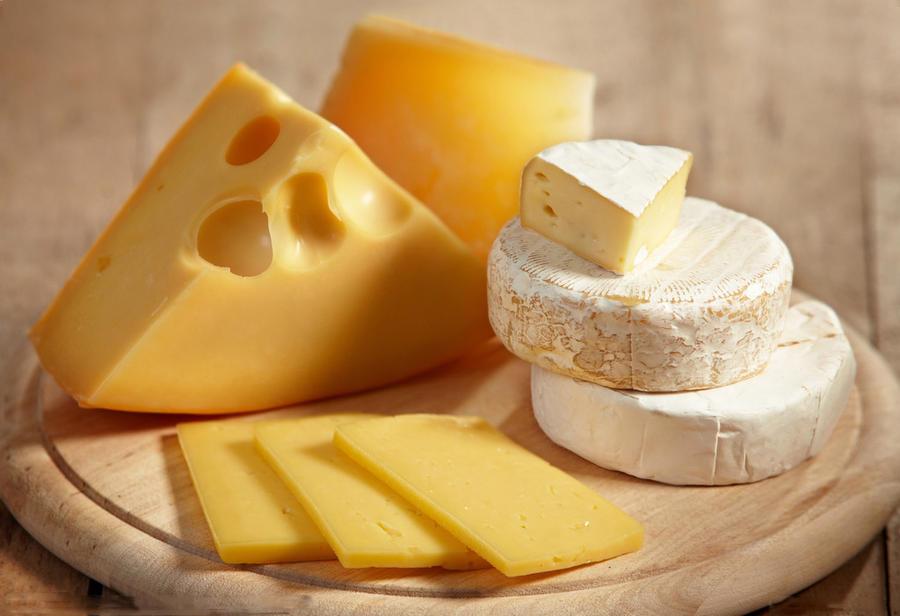 2. Сыр Сыр необычайно питателен. И это неудивительно, учитывая, что целый стакан молока уходит на из