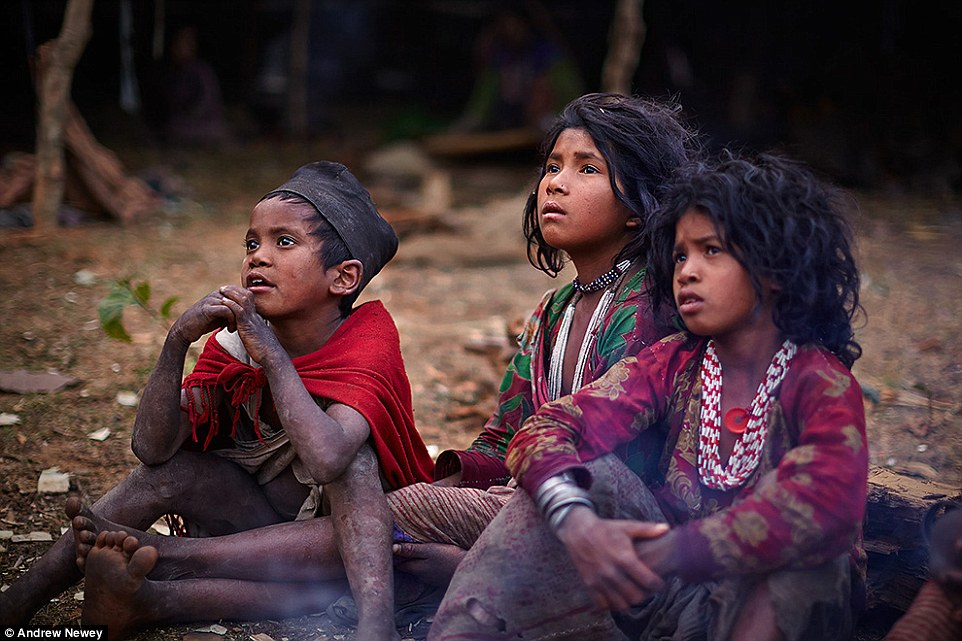 О народе рауте практически ничего не известно. Племя редко контактирует с другими народами Непала.