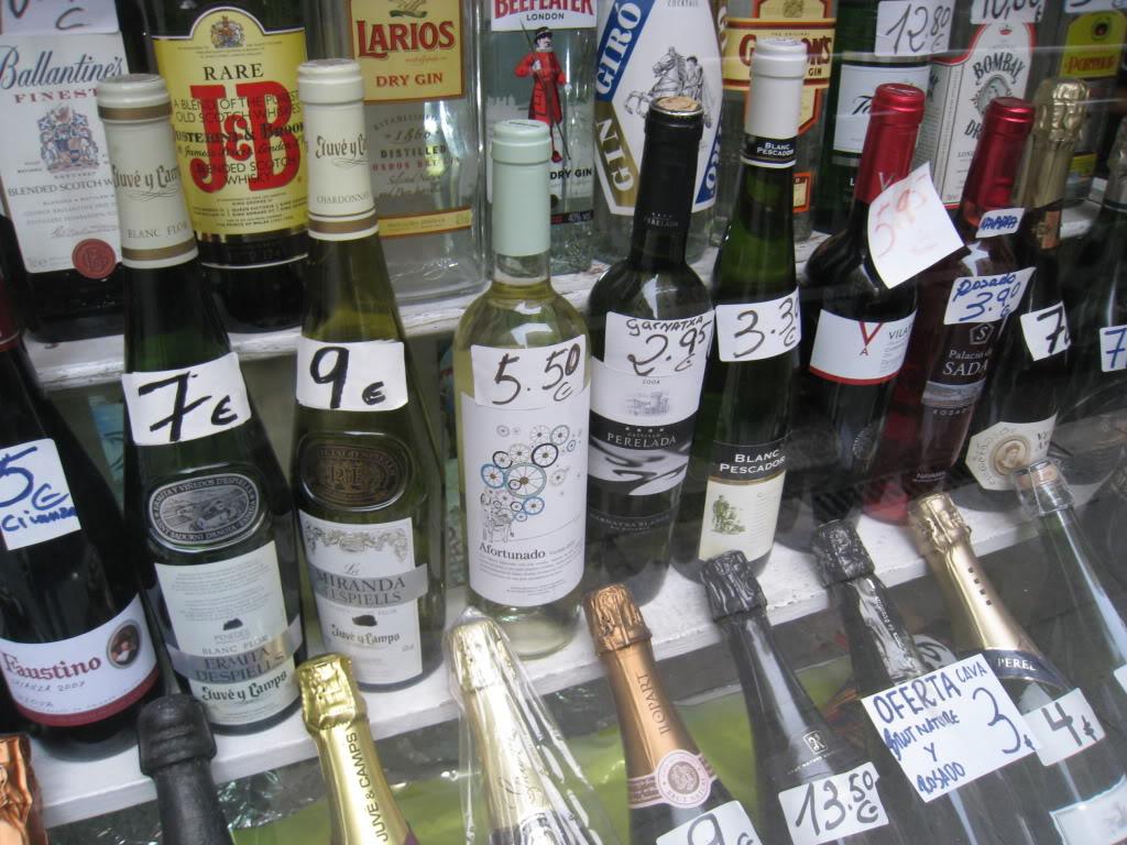 7. Начинать вечер с крепкого алкоголя Каталонцы пьют пиво начиная с 11 утра (шутка ли, если его по €