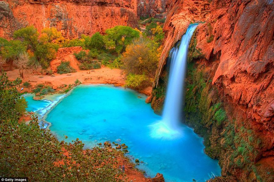 1. Водопады Хавасу в Национальном парке Гранд-Каньон в штате Аризона. Добраться до водопадов можно п