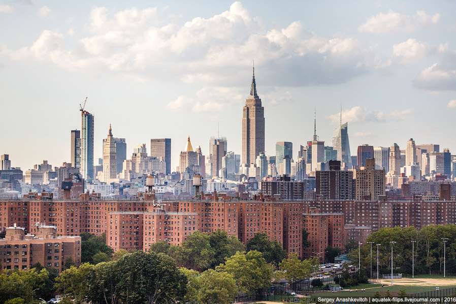 35. Несколько нестандартный взгляд на Эмпайр Стейт Билдинг глазами уличных художников Бруклина.