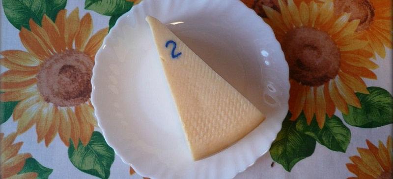 Всё довольно просто: первая цифра означает число, когда изготовили сыр, вторая — месяц, а третья
