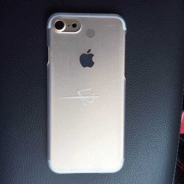 Новые фото iPhone 7 сбольшой выступающей камерой