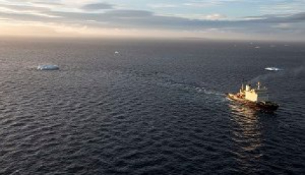 Ледокол «Капитан Драницын» удачно выполнил операцию побуксировке айсбергов
