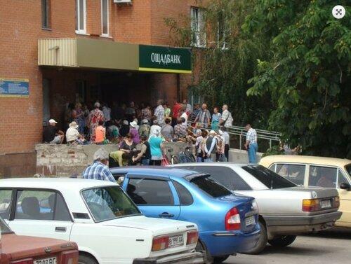 Жители из «ЛНР» штурмовали банкоматы в Станице Луганской (ФОТО), фото-1