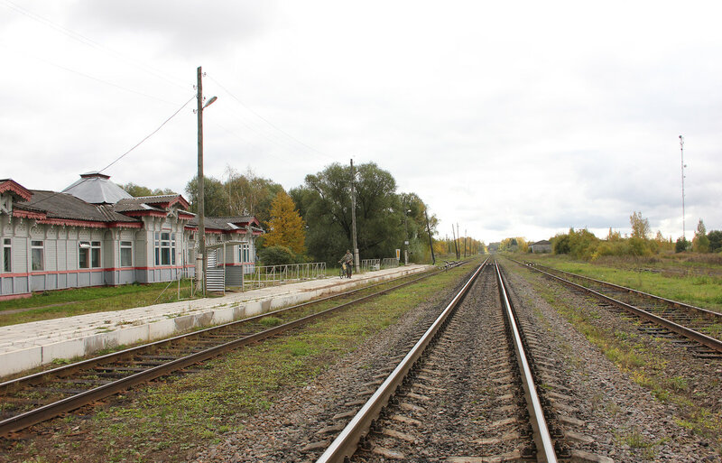Платформа и вокзал на станции Красный холм
