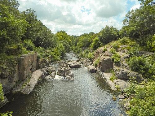 Река и камень