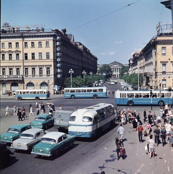 1960е Вид с Невского проспекта на улицу Бродского. Тарасевич.jpg