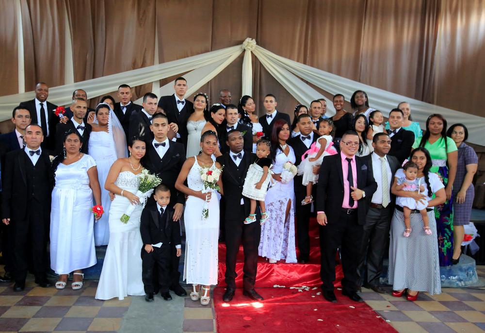 Массовая свадьба в тюрьме Колумбии
