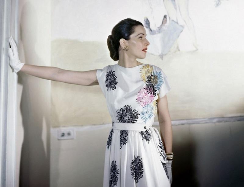 1. В платье из исскуственного шелка. Апрель 1946 года.