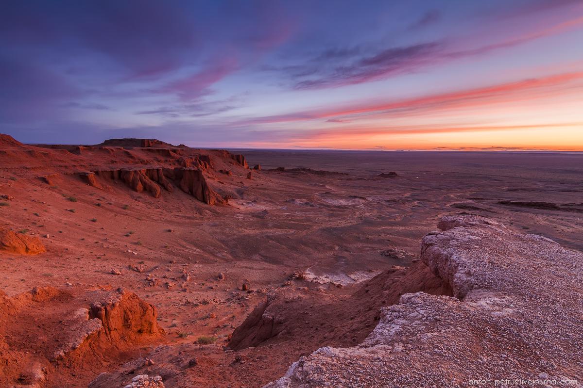 Пылающие скалы Баянзаг. Пустыня Гоби