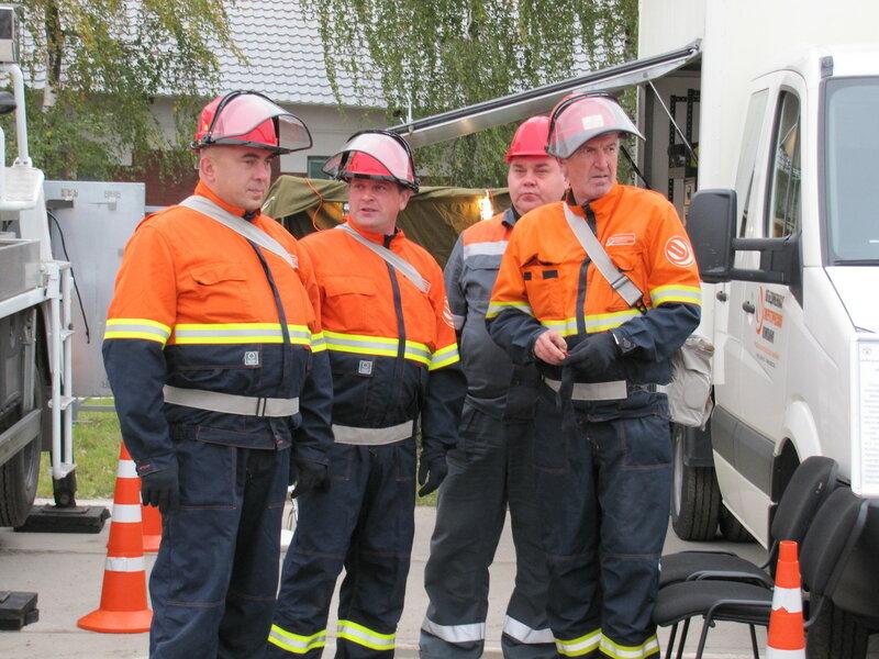 Спасатели отрабатывали действия пожарно-спасательных подразделений и экстренных служб по ликвидации последствий