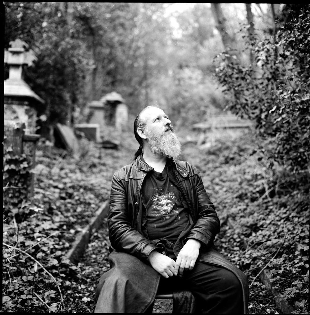 Друзья мертвых, или Кого только не встретишь на лондонских кладбищах (6 фото)