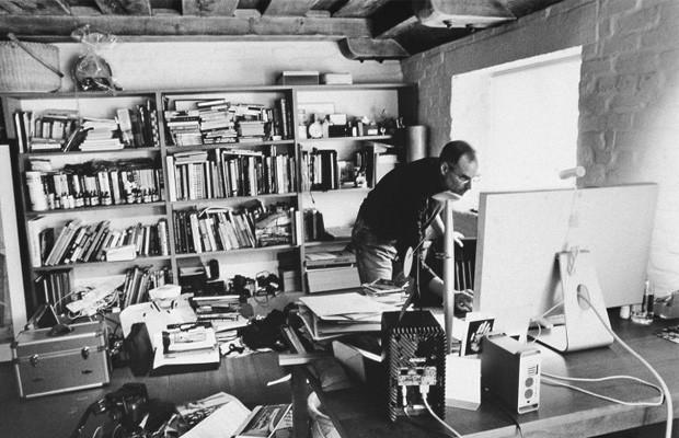 1. Стив Джобс «Apple» Помещение больше напоминает домашнюю комнату, нежели рабочий кабинет. Множеств