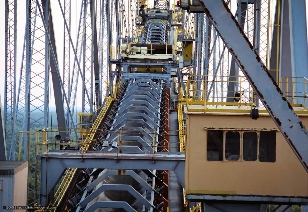 25. Наша экскурсия, представляющая собой обход моста F60 по периметру, продолжается. Любителям