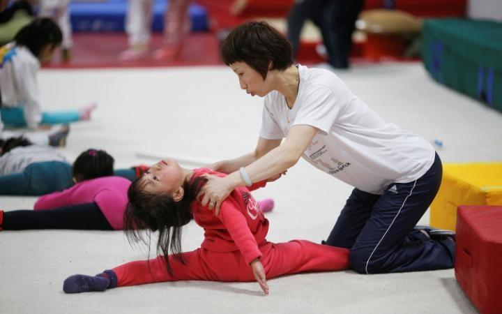 Воспитанники Шичахайской спортивной школы в Пекине занимаются тхэквондо.
