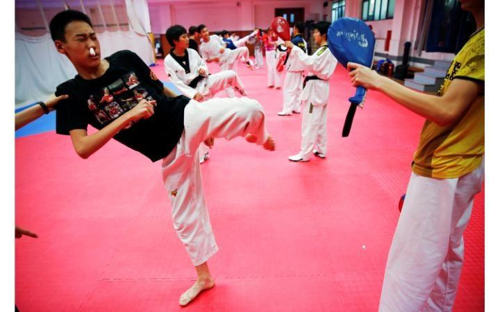 Всё меньше родителей стремятся отдавать своих детей в спортивные школы, где их с ранних лет ждут изн