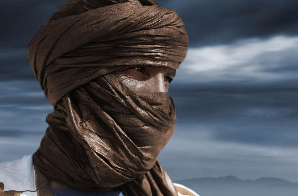 Туарегская пословица гласит: «Мужчина и женщина рядом друг с другом глазами и сердцем, а не только п