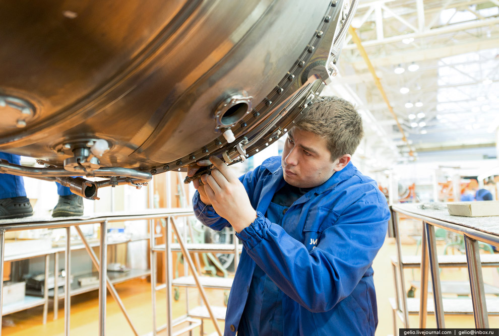 36. После предъявительских испытаний двигатель возвращается в сборочный цех на разборку, промыв