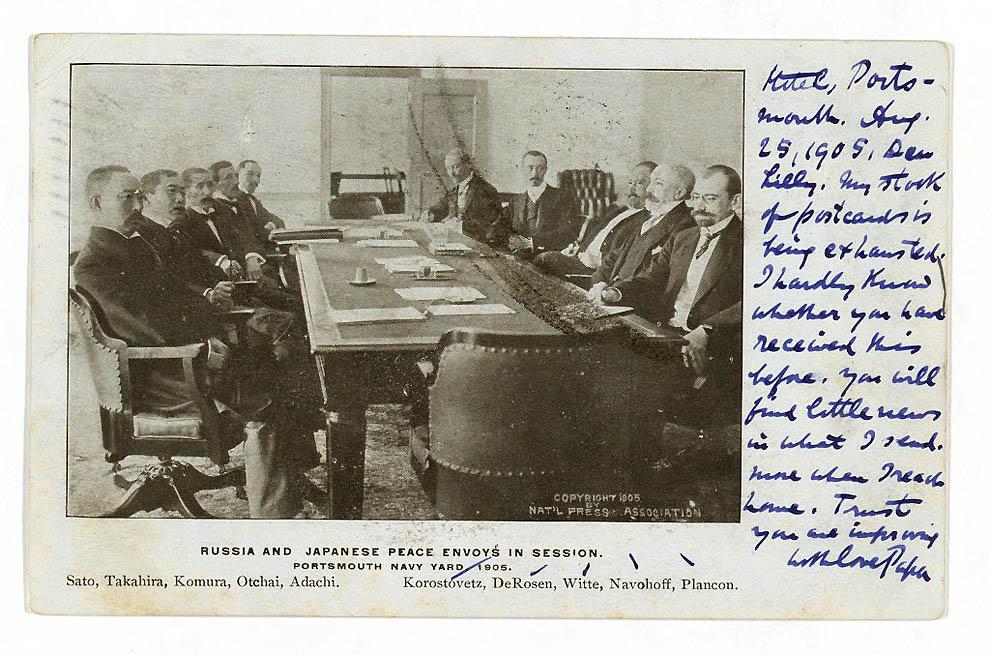 38. Русские и японские посланники мира во время подписания мирного договора. Вокруг стола слева напр