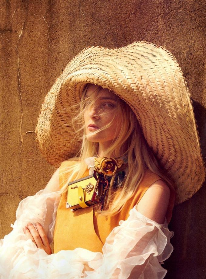 Кэролайн Трентини в бразильском Vogue