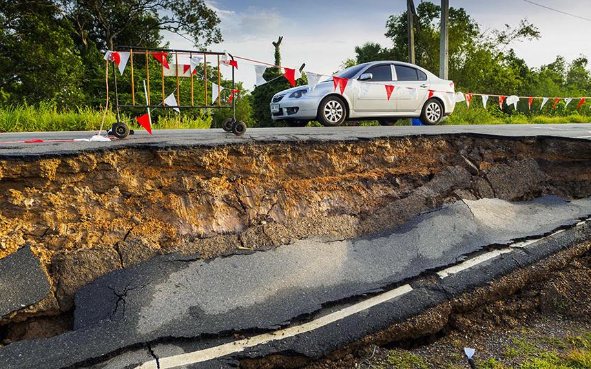 5. От засухи в провинции Аюттхая разрушилась дорога.